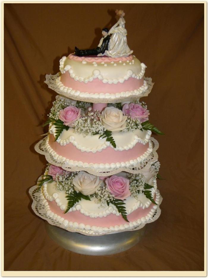 Hochzeitstorte 3 Stock Rosa Weiss Mit Echten Blumen Konditorei Hubler