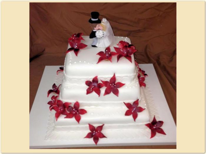 Hochzeitstorte 3 Stock Eckig Mit Roten Blumen Konditorei Hubler